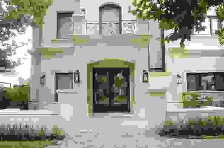 منازل تنفيذ DEL HIERRO DESIGN, كلاسيكي الحديد / الصلب