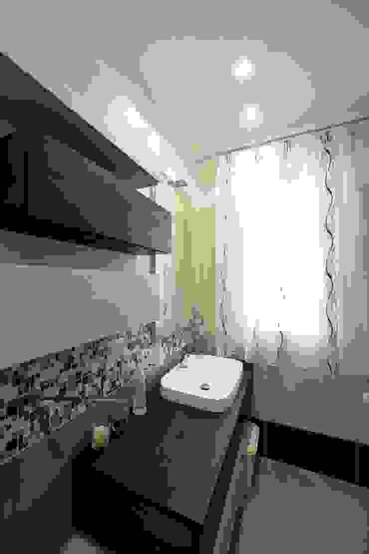Salle de bain moderne par yesHome Moderne