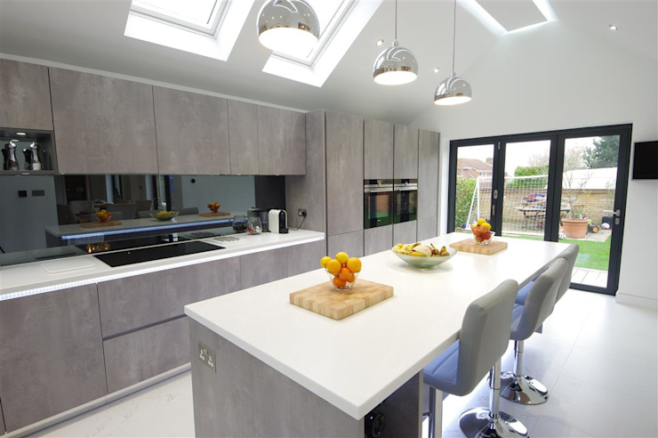 Contemporary design with plenty of light :  Kitchen by PTC Kitchens ,