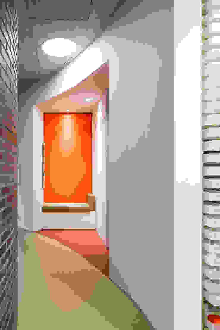 Office Orthodontist by BuroKoek Modern