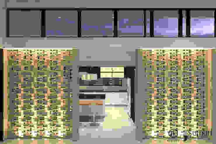 Hall de acceso a la cocina / Entrada de luz y ventilación natural : Salas de estilo  por Arquitectura Positiva ,