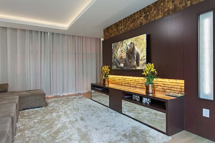 Modern media room by Arquiteto Aquiles Nícolas Kílaris Modern Wood Wood effect