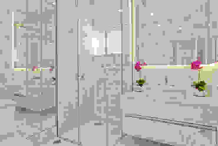 Salle de bain moderne par Arquiteto Aquiles Nícolas Kílaris Moderne