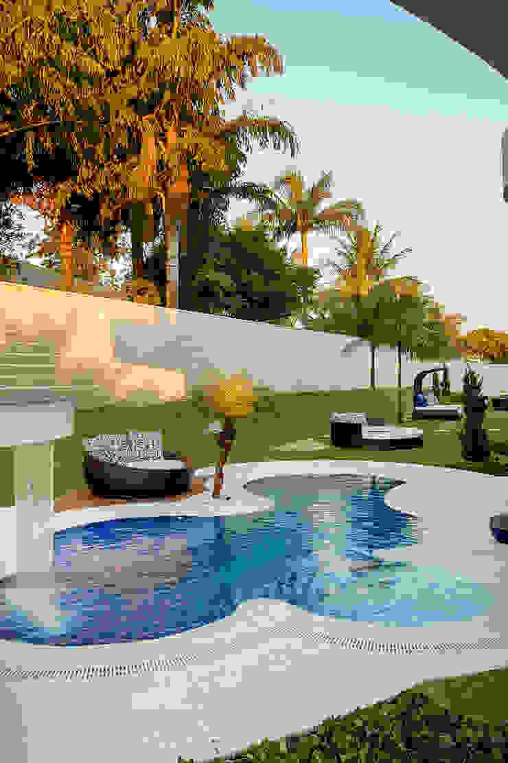 Modern pool by Arquiteto Aquiles Nícolas Kílaris Modern