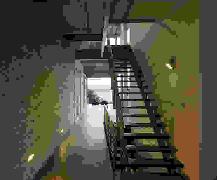 الممر الحديث، المدخل و الدرج من SPG Architects حداثي