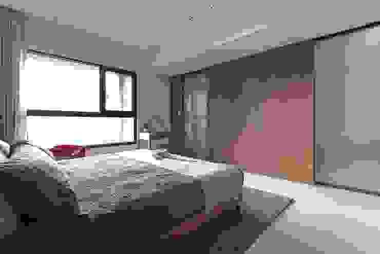 غرفة نوم تنفيذ 大晴設計有限公司, حداثي