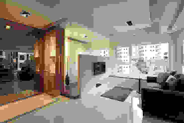 流光 現代風玄關、走廊與階梯 根據 大晴設計有限公司 現代風