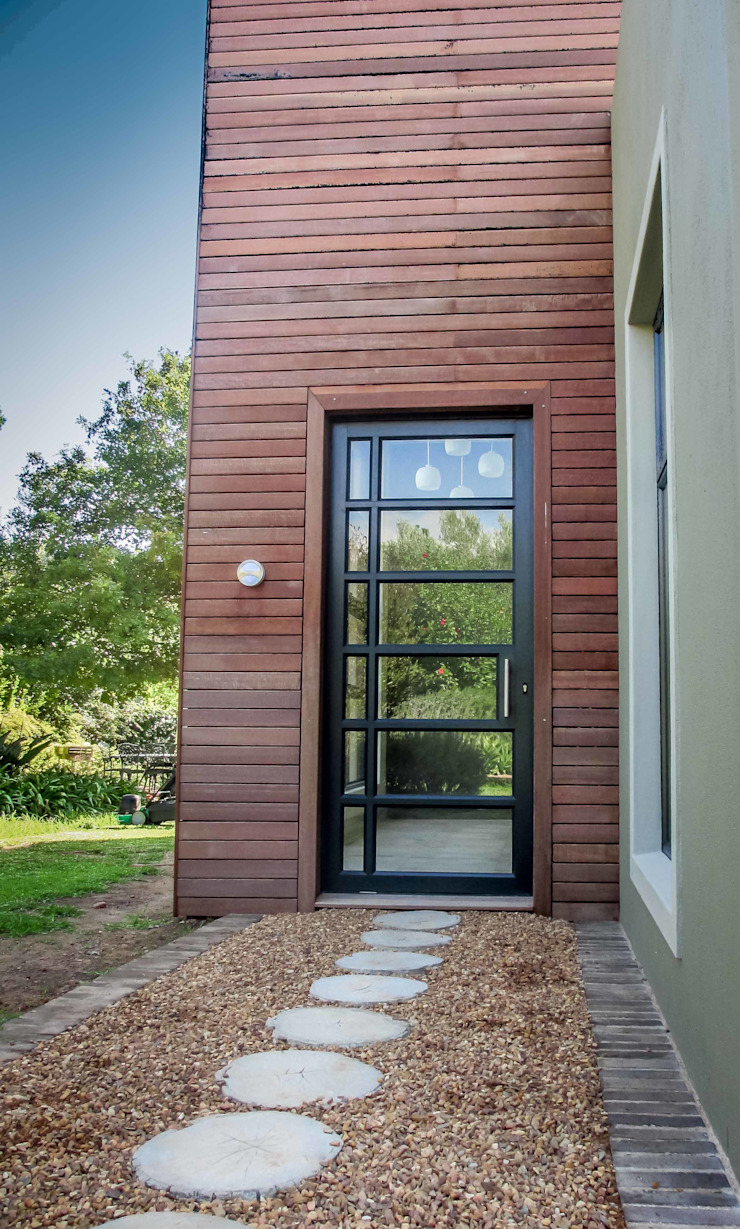 Front Door Entrance Modern houses by WHO DID IT Modern Solid Wood Multicolored