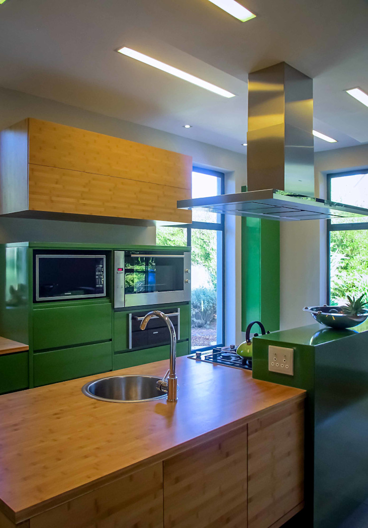 Kitchen Modern kitchen by WHO DID IT Modern Bamboo Green