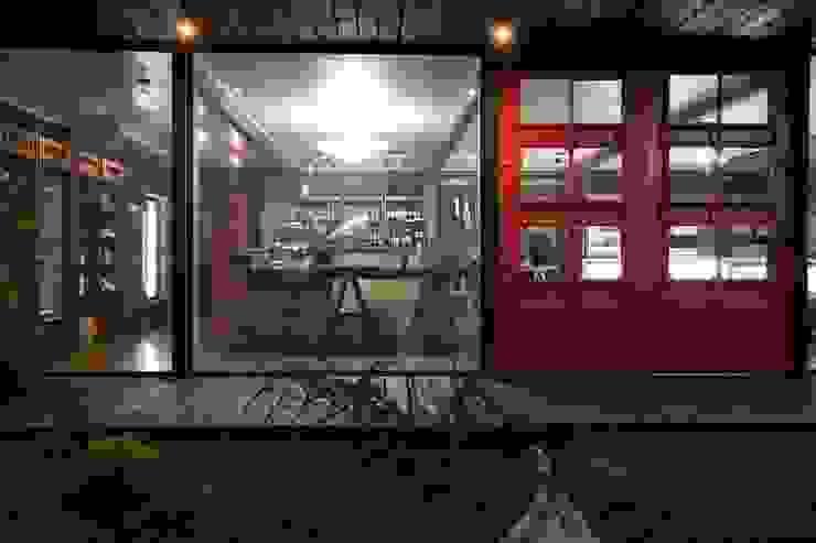 Modern houses by james&mau Modern