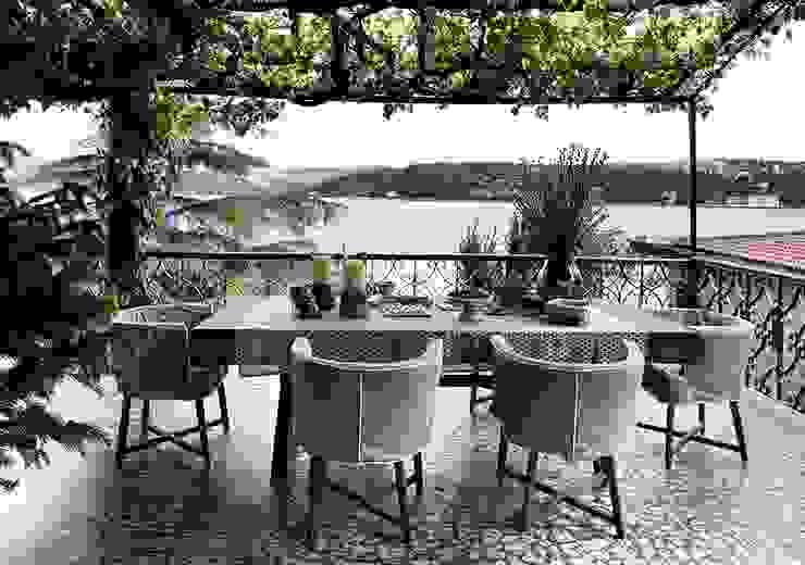 AA HOUSE EMIRGAN Mediterranean style balcony, porch & terrace by Esra Kazmirci Mimarlik Mediterranean