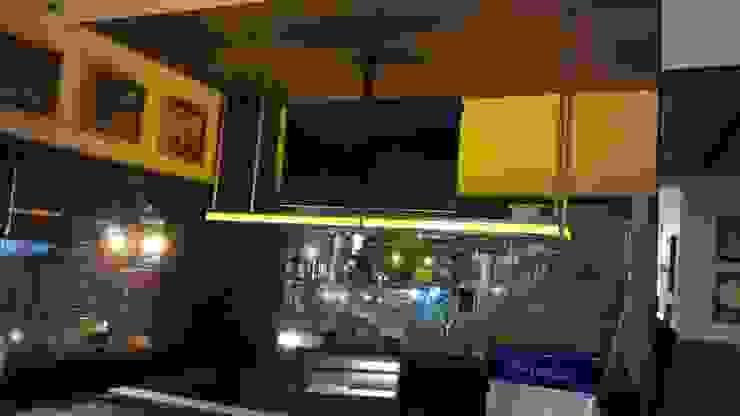 Hard Rock Cafe Bogota Paredes y pisos de estilo moderno de estudio unouno Moderno
