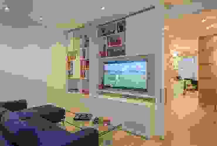 Salas multimedia de estilo moderno de homify Moderno