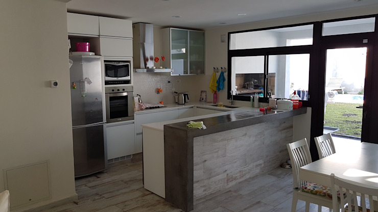 Casa Pellegrini Cocinas modernas: Ideas, imágenes y decoración de Articular Arquitectura Moderno