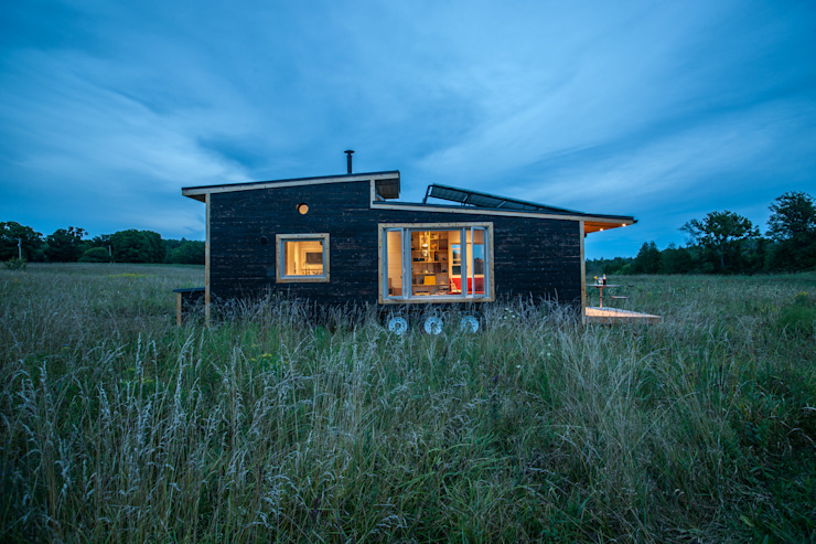Greenmoxie Tiny House Minimalist house by Greenmoxie Magazine Minimalist Wood Wood effect