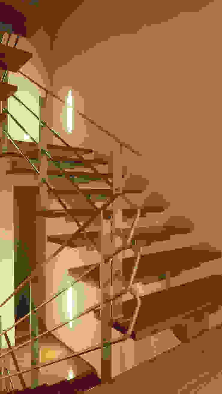 Casa Bosques Pasillos, vestíbulos y escaleras modernos de Taller Plan A Moderno