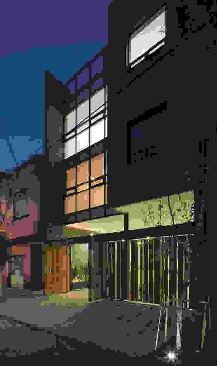 P49 Casas modernas de Taller Plan A Moderno