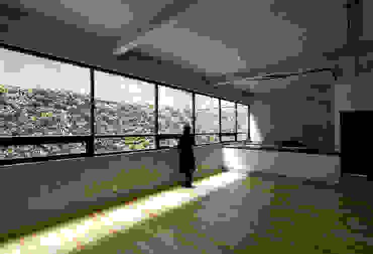 P49 Salones modernos de Taller Plan A Moderno