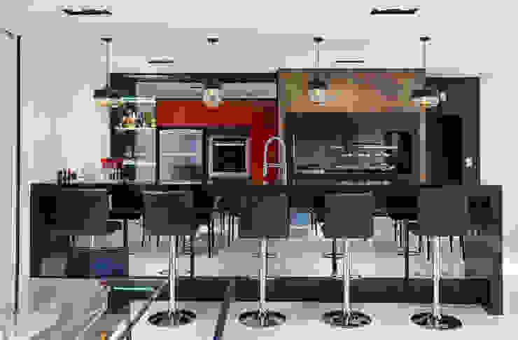 ANDRÉ PACHECO ARQUITETURA Modern kitchen