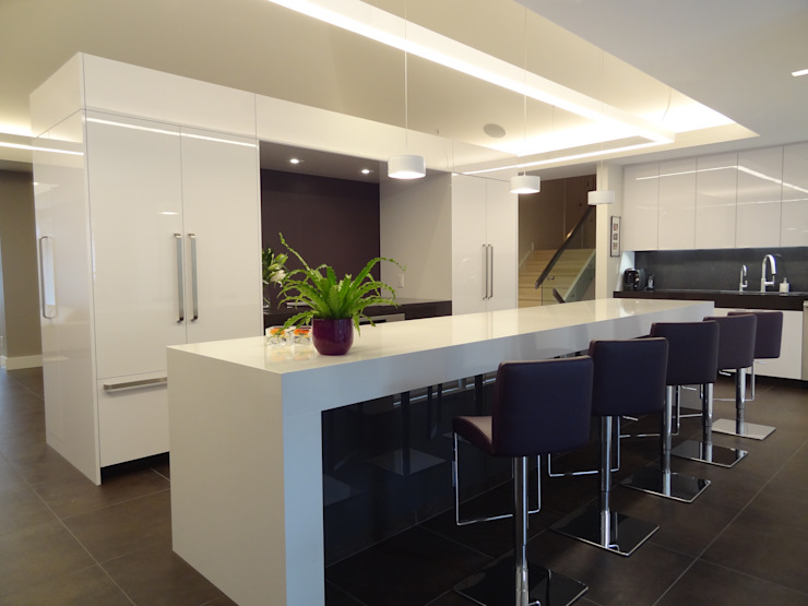 Burlington Residence Modern kitchen by Lex Parker Design Consultants Ltd. Modern