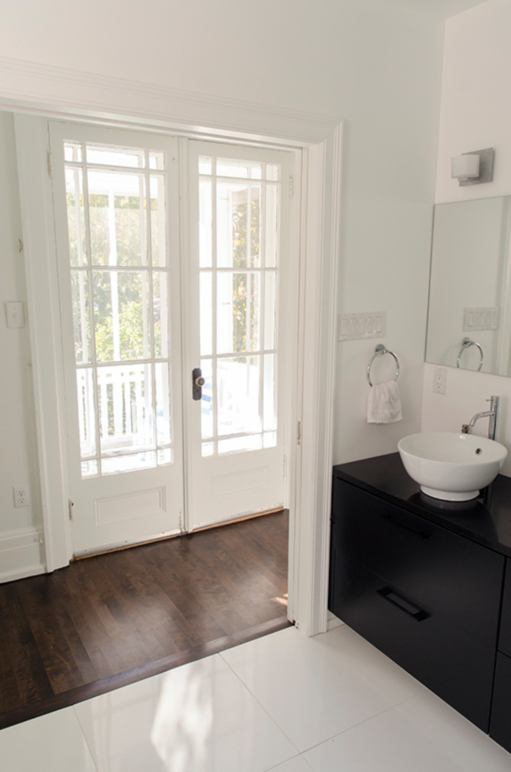 Rockcliffe Park Renovations Classic style bathroom by Jane Thompson Architect Classic