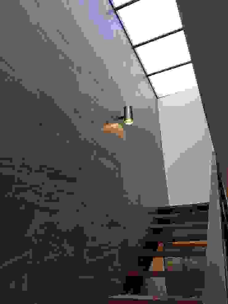 casa.xalapa Pasillos, vestíbulos y escaleras industriales de bmas arquitectura Industrial Hierro/Acero