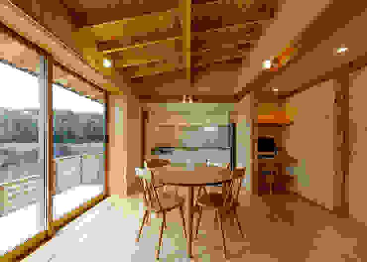 リビング 磯村建築設計事務所 モダンデザインの リビング