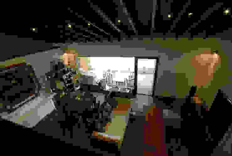風の家のロフトスペース 和風デザインの 多目的室 の 森村厚建築設計事務所 和風 無垢材 多色