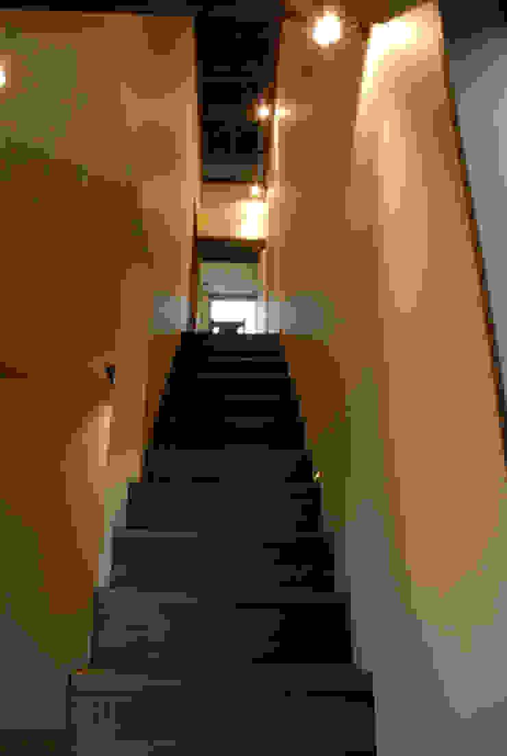 風の家の階段 和風の 玄関&廊下&階段 の 森村厚建築設計事務所 和風 無垢材 多色