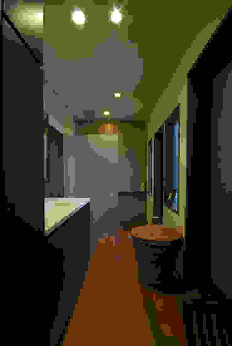 風の家の洗面所 和風の お風呂 の 森村厚建築設計事務所 和風 無垢材 多色