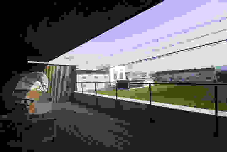 風の家のテラス 和風デザインの テラス の 森村厚建築設計事務所 和風 無垢材 多色
