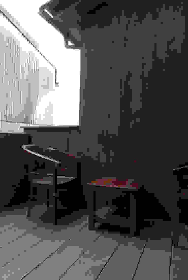 風の家のバックヤード 和風デザインの テラス の 森村厚建築設計事務所 和風 無垢材 多色