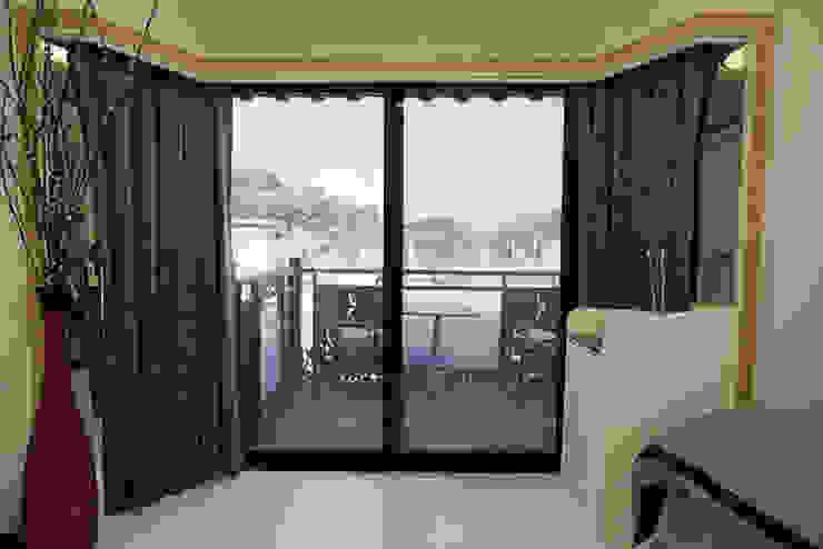 築地岩移動宅 Asiatische Wohnzimmer Quarz Weiß