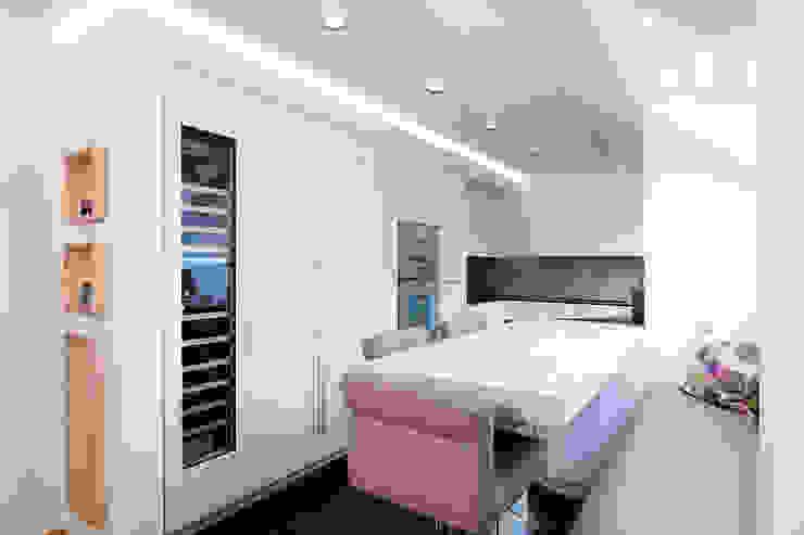 Appartementküche nach Maß in der Küche Moderne Küchen von Klocke Möbelwerkstätte GmbH Modern