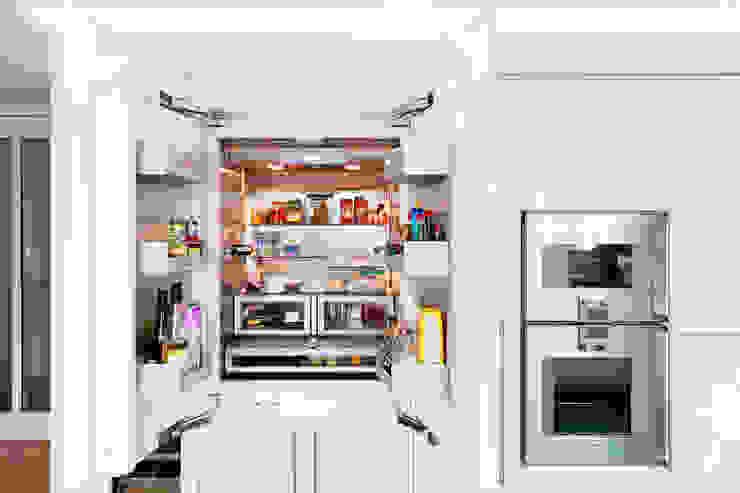 Amerikanischer Kühlschrank vollintegriert:  Küche von Klocke Möbelwerkstätte GmbH,Modern