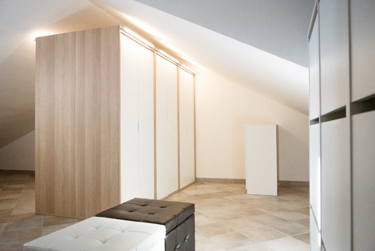 Progetto di interni per una casa a schiera Spogliatoio in stile scandinavo di CAFElab studio Scandinavo