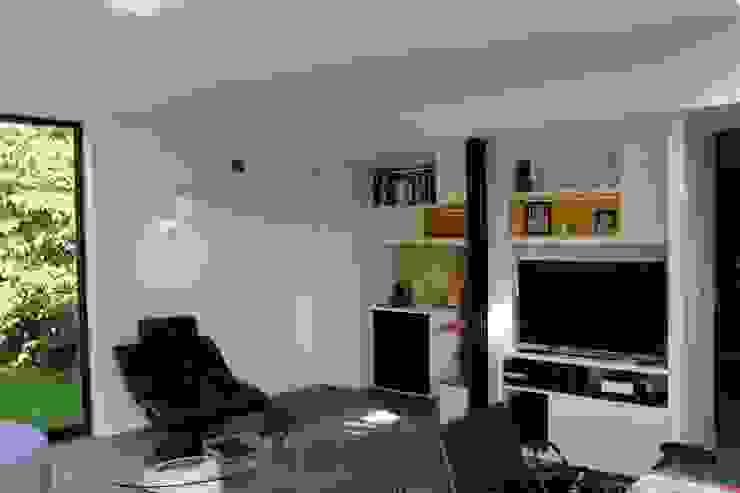 Moderne woonkamers van homify Modern Hout Hout