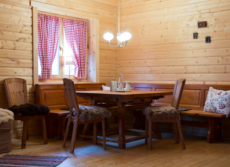 Scandinavian style dining room by THULE Blockhaus GmbH - Ihr Fertigbausatz für ein Holzhaus Scandinavian Wood Wood effect