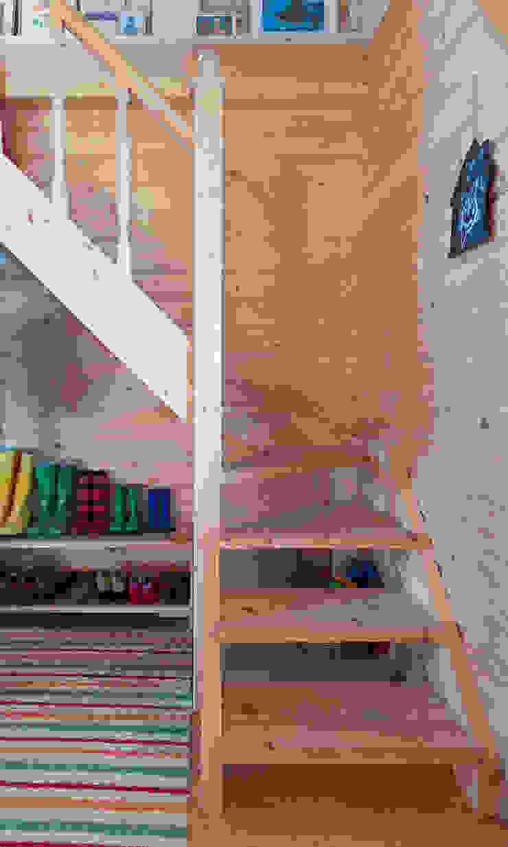 THULE Blockhaus GmbH - Ihr Fertigbausatz für ein Holzhaus Scandinavian style corridor, hallway& stairs Wood
