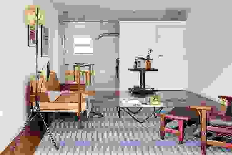 Salon moderne par INÁ Arquitetura Moderne