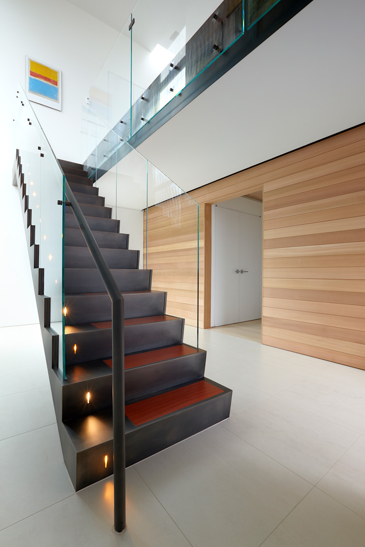 Beach Walk House Modern Corridor, Hallway and Staircase by SPG Architects Modern