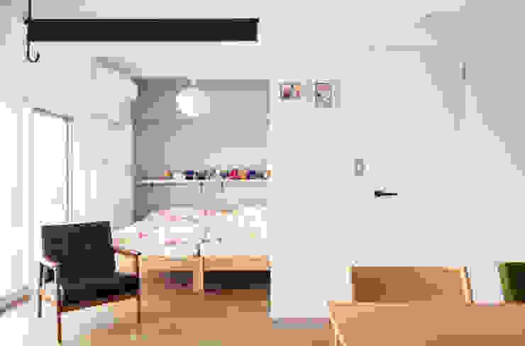 Dormitorios de estilo moderno de 株式会社ブルースタジオ Moderno