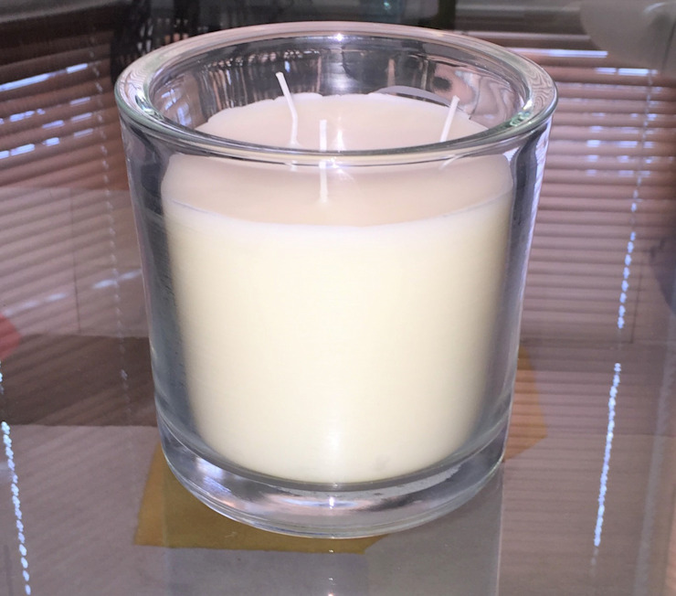 Large Three Wick Vanilla Scented Candle In Glass van homify Klassiek