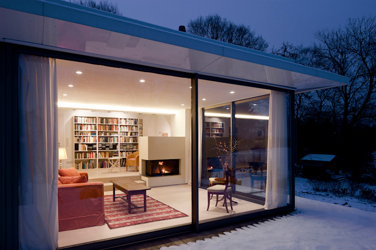Wohnraum und Bibliothek mit Kamin raum.4 - Die Meisterdesigner Moderne Häuser