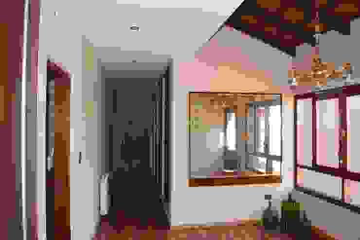 Vivienda en San Salvador de Jujuy Carlos Iriarte arquitectura Pasillos, vestíbulos y escaleras clásicas