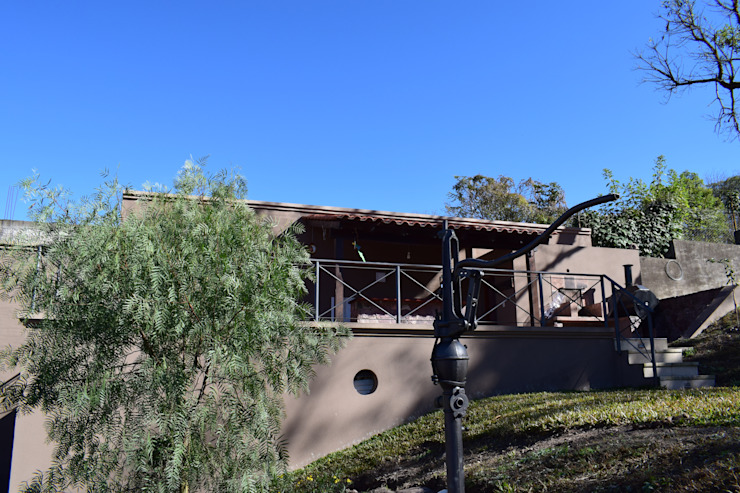 Vivienda en San Salvador de Jujuy Carlos Iriarte arquitectura Balcones y terrazas clásicos