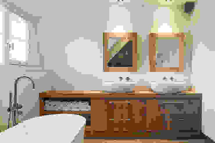 Badkamer: modern  door Bob Romijnders Architectuur + Interieur, Modern