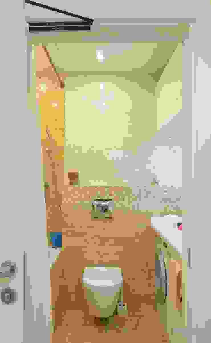 Студия интерьера Дениса Серова Modern bathroom Yellow