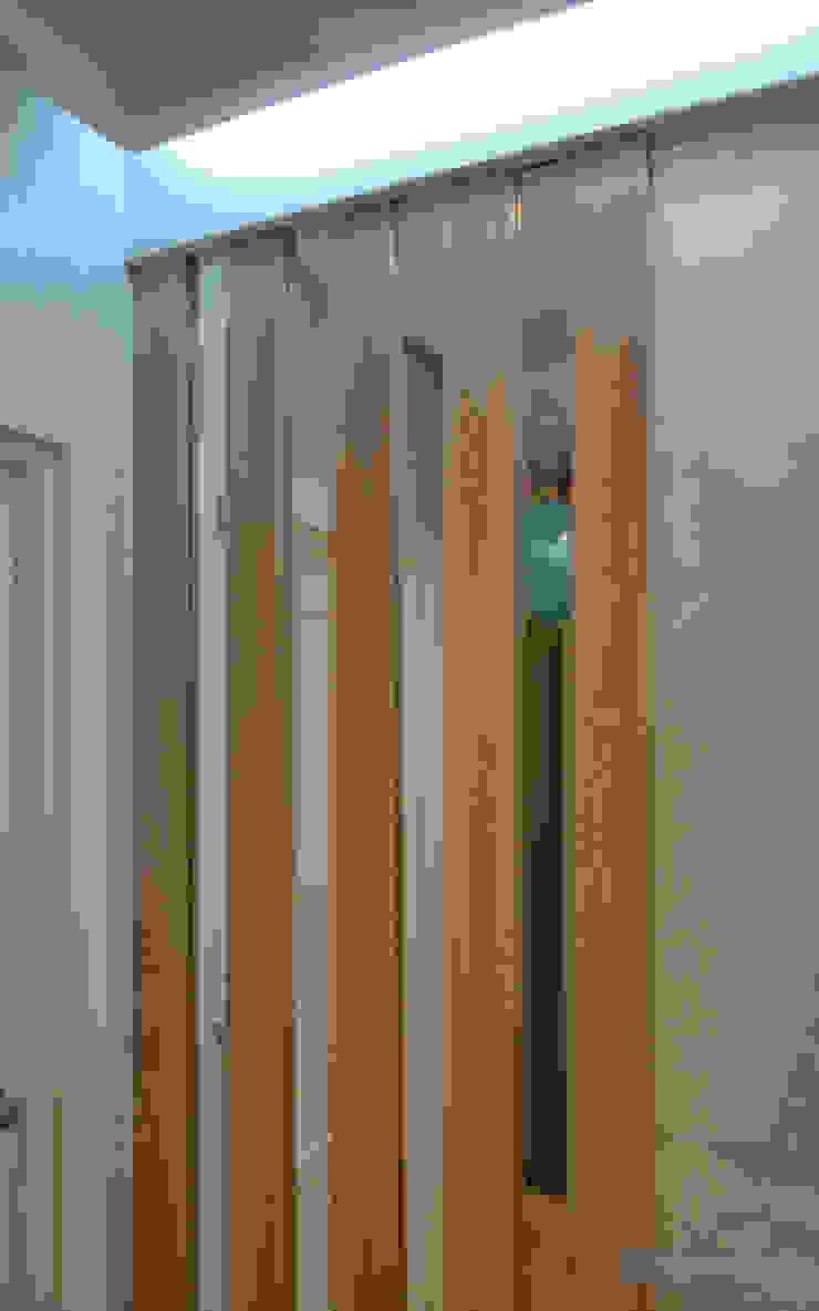 Студия интерьера Дениса Серова Modern corridor, hallway & stairs