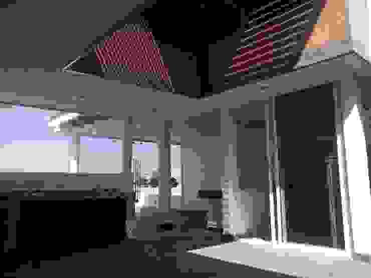 Коридор, прихожая и лестница в модерн стиле от Arqca Модерн